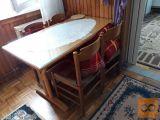 Miza z steklom in štirimi stoli