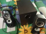 Zvocniki Logitech2.1 neposkodovani, crne barve delujejo