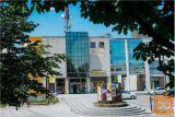 Večja Poslovna Stavba Z 12 Parkirišči