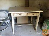 Starinska miza s predaloma EKSTRA UGODNO